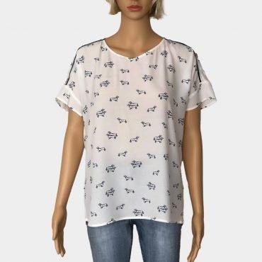 S.Oliver weiße Bluse Rundhalsausschnitt mit Dackel-Print kurze Ärmel weit geschnitten Material: 100%Viskose